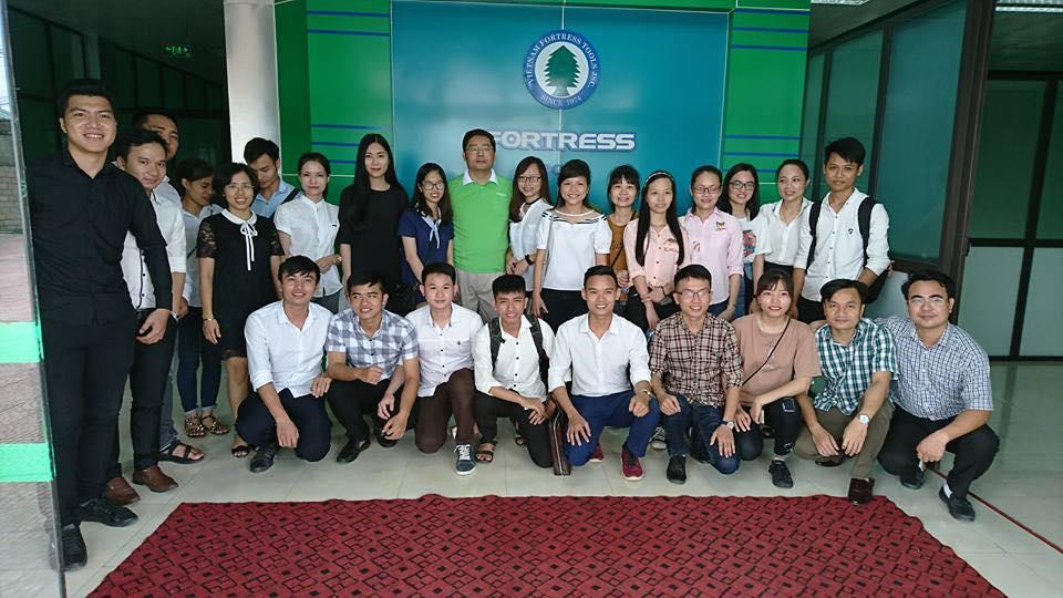 Đoàn cán bộ, giảng viên, sinh viên Trường ĐH Hồng Đức đi thực tế tại Công ty Cổ phần Công nghiệp ngũ kim Fortress Việt Nam.