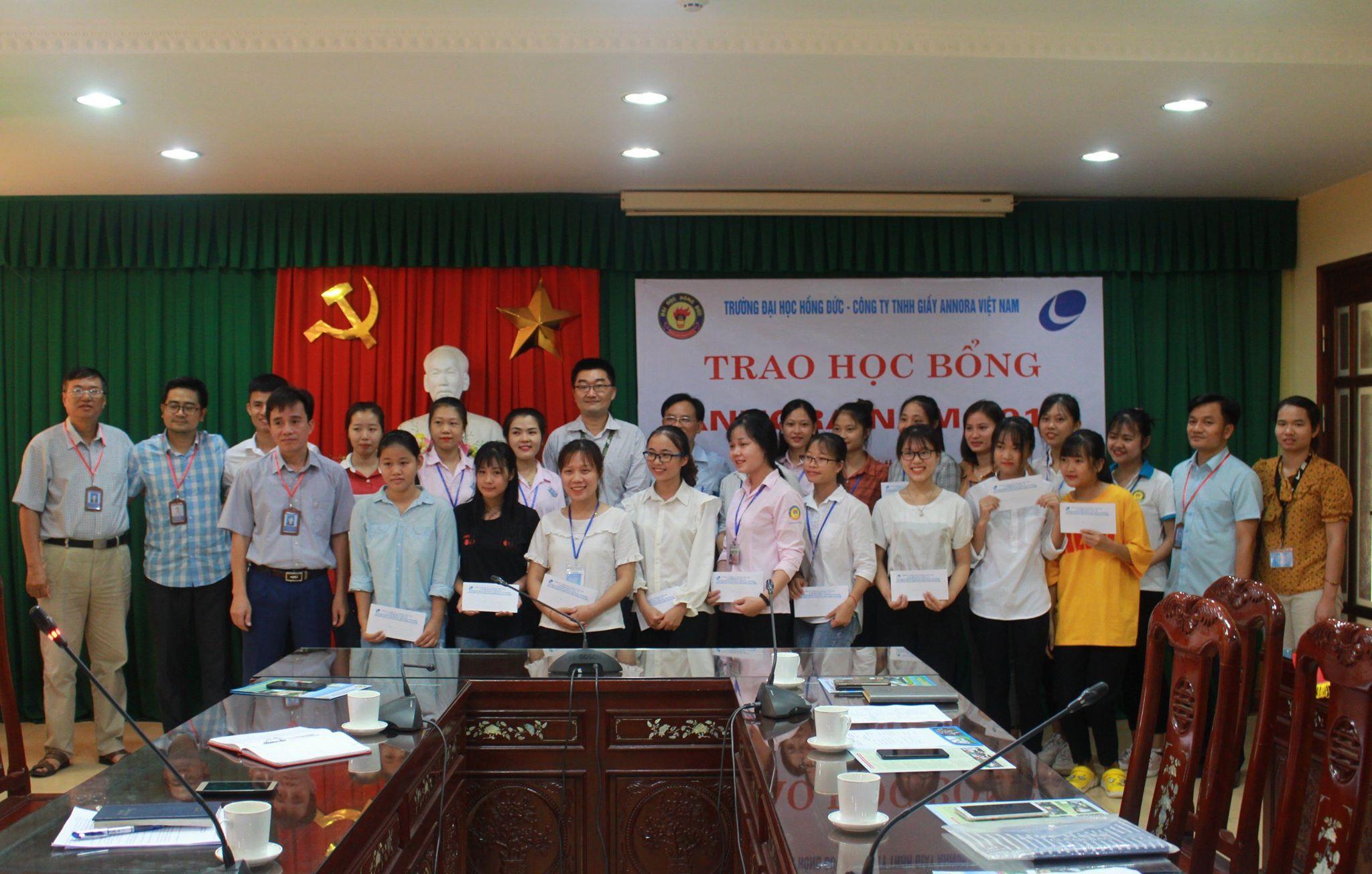 Trao học bổng của Công ty TNHH ANNORA Việt Nam cho HSSV nghèo vượt khó năm 2019
