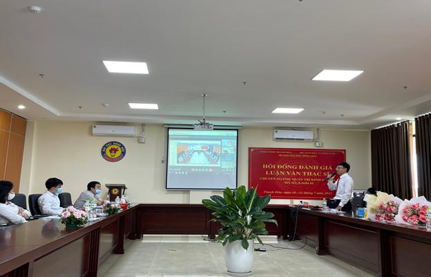 Khoa Kinh tế - QTKD tổ chức thành công lễ bảo vệ luận văn thạc sĩ theo hình thức trực tuyến cho 26 học viên K12A,B chuyên ngành QTKD (niên khoá 2019-2021)